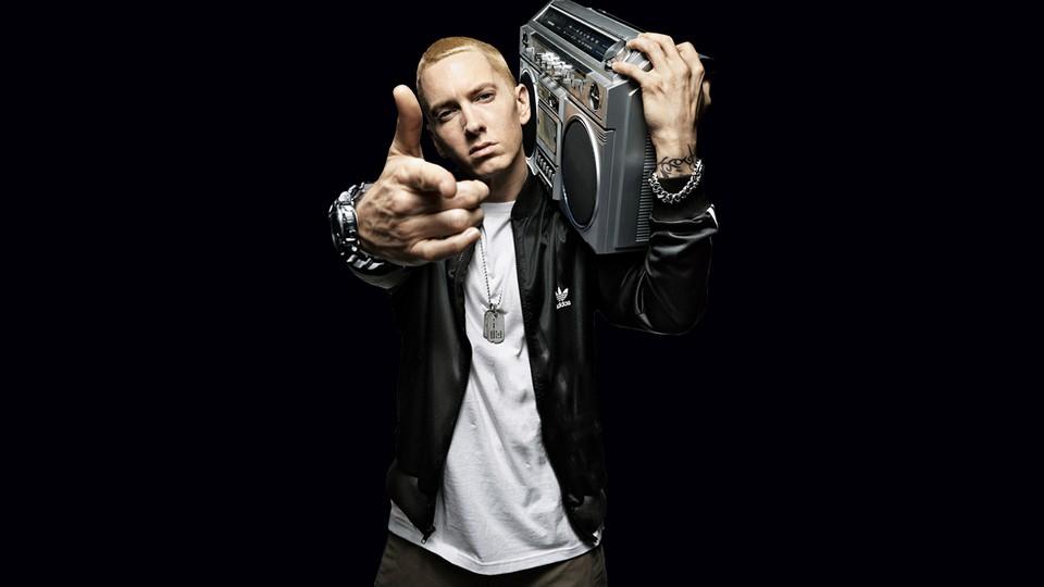 Eminem Boombox-szal a vállán